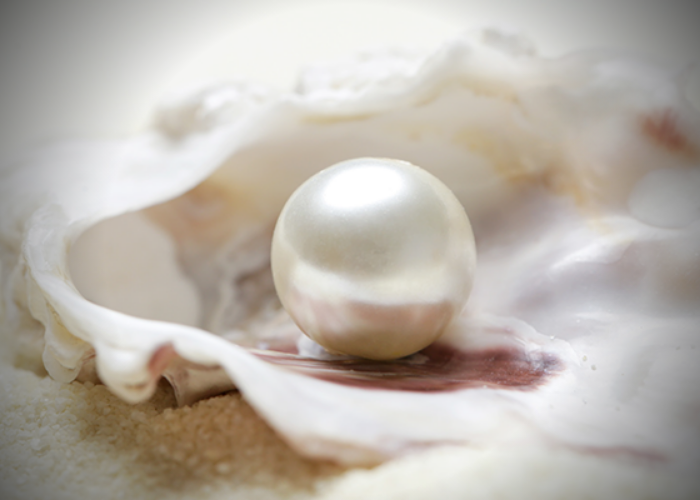 Pearl (Moti) Gemstone: Astrology Behind It